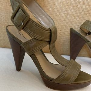 "INC 7M Quala Khaki Wood Stacked 4.5"" Heels"